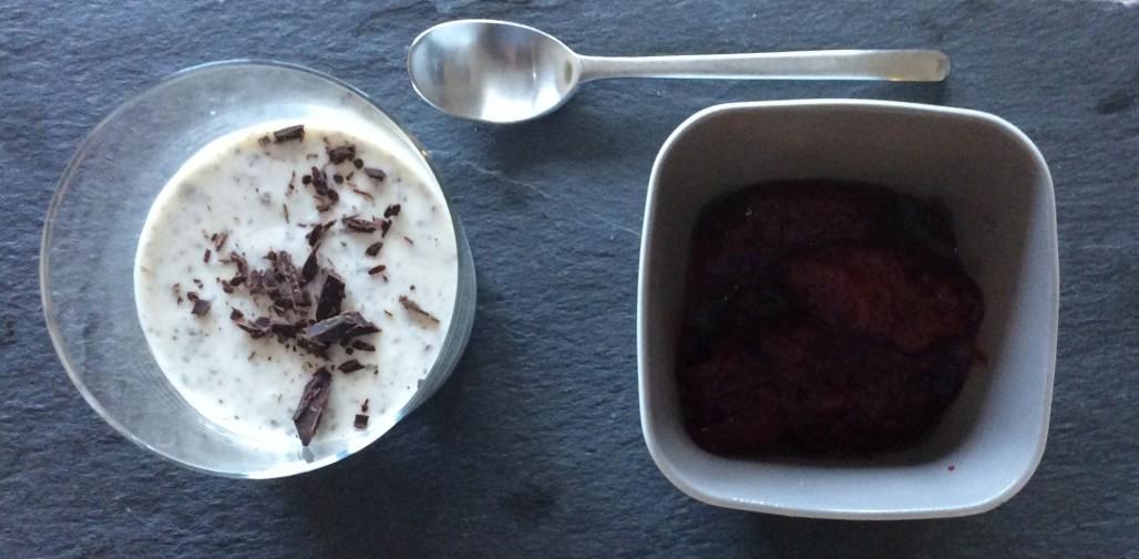 Zimt-Panna-Cotta mit Rotweinzwetschgen